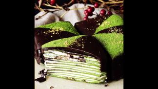 Tento zelený palačinkový dort rozsvítí každé ráno. Upečte si ho ještě dnes!