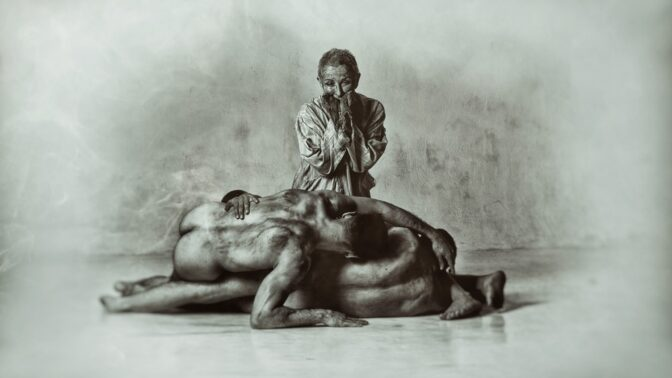 Výstava Junek Jinak: Romský fotograf aktů mění tvorbu. Křičeli na něj, že je nacista, zapózoval mu český herec