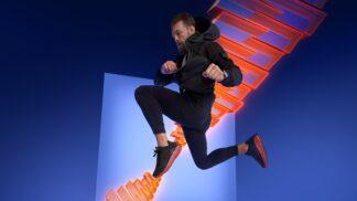 Conor McGregor bojuje proti oživlým hračkám! Převahu má díky novým sneakerskám od Reebok