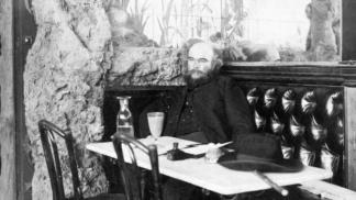 Básník Paul Verlaine: Milovník absintu tak žárlil na milence Rimbauda, až ho málem zastřelil a skončil ve vězení
