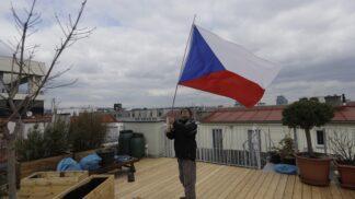 Semkněme se pod jednou vlajkou. Český symbol slaví 100. výročí