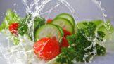 Americký lékař radí, jak během koronaviru zacházet s potravinami a obaly: zmrazením nic nevyřešíte, dezinfikujte i ovoce