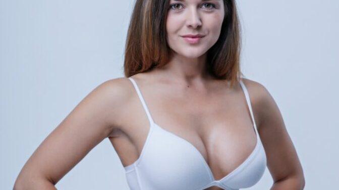 Čtenářské dotazy: Co dělat s povadlými prsy po kojení a jak je mít i v padesáti pevná a přirozená?