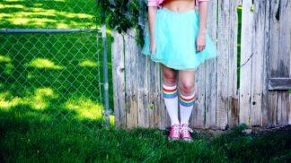 Zářivé jarní barvy v oblékání: Jak je kombinovat, abyste nevypadala jako pastelky