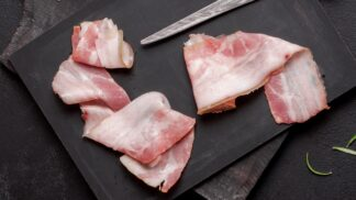 Křupavá slanina na sladko. Polijte ji čokoládou, zkaramelizujte nebo namažte na chleba