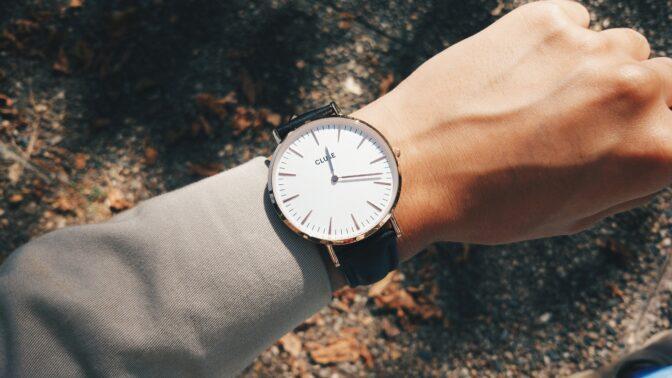 Trendy roku 2020 v hodinkách: Velký ciferník a hladký pásek bez potisku