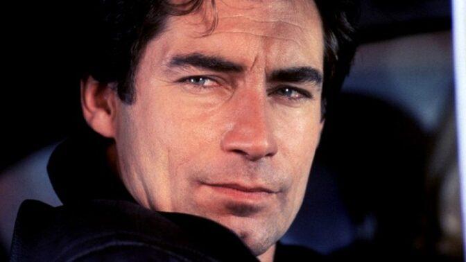 Bondovka Dech života: Timothy Dalton kývnul na roli až popáté. Ve filmu se objevila i Bratislava. Anebo to bylo jinak?