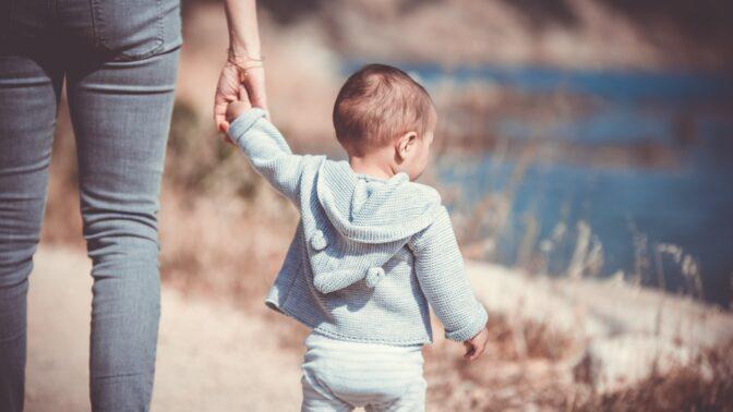Už nebude jedináček: Na příchod mladšího sourozence připravte dítě citlivě