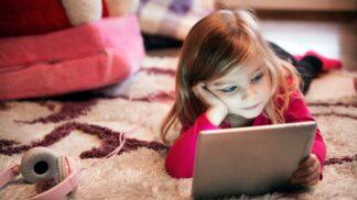 Odborníci radí, jak po karanténě dostat děti od počítačů a tabletů