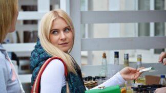 Kamila (35): Manžel se rozhodl, že budeme šetřit. Chová se jako blázen, mám podezření, že něco tají