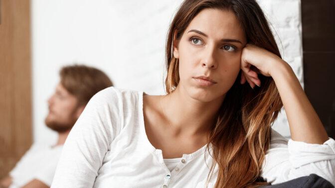 Marcela (29) Po narození dcery mě partner držel doma. Když jsem neposlechla, vyřešil to radikálně