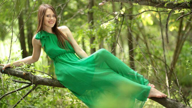 Zelená jako pistácie nebo spíš smaragd? Buďte stylová a oblečte si barvu tohoto léta