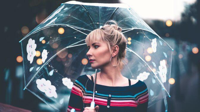 Nosily ho jen ženy a byl vyrobený ze dřeva: Znáte historii deštníku?