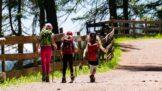 Prázdninové výlety: Kam vyrazit v létě s dětmi za zábavou?