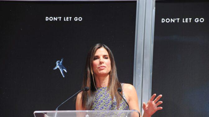 Sandra Bullock: Její máma z ní chtěla mít svou kopii. Ona ale radši instalovala záchody