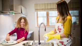 Důslednost při výchově dětí se vyplatí, říká psychoterapeutka. A radí, jak na to