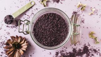 Krásná po kávě: Tipy a triky pro lesklé vlasy i pružnou pleť
