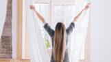 Okna lesklá jako zrcadlo: 6 tipů, se kterými jde mytí od ruky