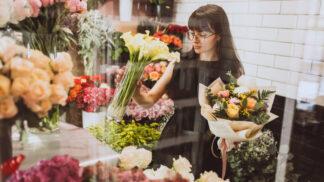 Tereza (33): Tvrdil, že je vdovec, a kupoval u mě kytky na hrob své ženy. Využil mne hrozným způsobem