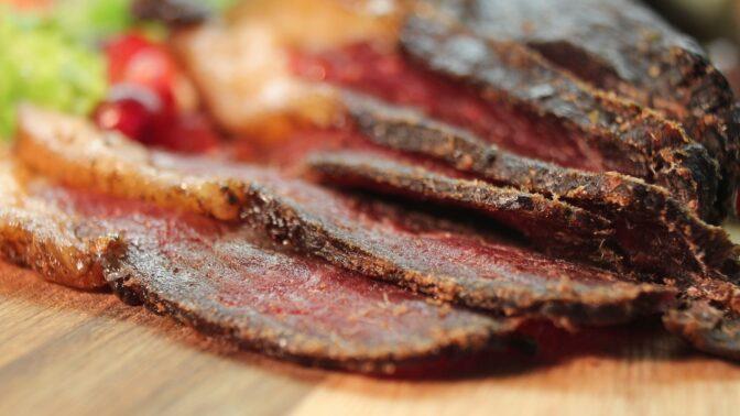 Vyrobte si vlastní jerky: Sušené maso vám dodá energii a zabaví u televize