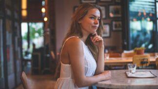 Alena (25): Přítel se se mnou rozešel a chodí s mojí nejlepší kamarádkou. Rozjela jsem válku