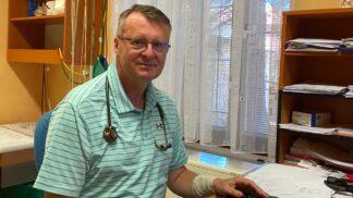 Očkování proti chřipce neodkládejte ani kvůli koronaviru, říká praktický lékař Igor Karen