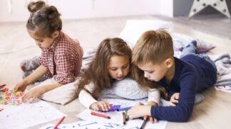 Proč se dítě vzteká, když po něm něco chcete? Podle psychoterapeutky na vás nemá čas