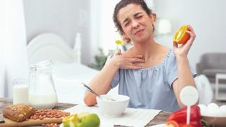 Trpíte často migrénami, plynatostí a únavou? Možná za to může potravinová intolerance
