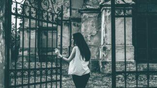 Anastázie (32): Kus kamene z náhrobku mé matky mi zázračně pomohl. Začala jsem znovu žít