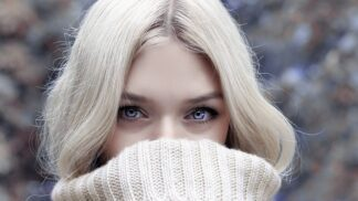 Trápí vás v zimě popraskaná pokožka vyprahlejší než Sahara? Vyměňte mýdlo a omezte sprchování