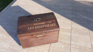 Vtipná renovace nábytku: Ze staré truhly luxusní botník na papuče