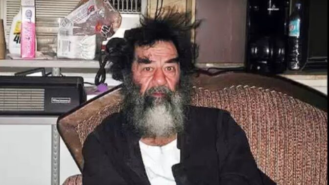 Před 13 lety byl oběšen Saddám Husajn: Nevlastní otec ho bil klackem namočeným v asfaltu