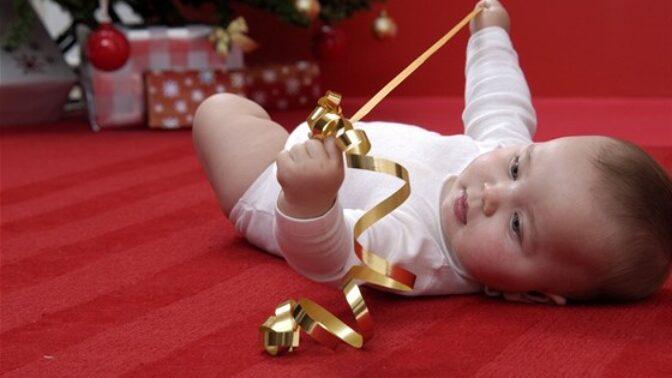 Poporodní panika: Jak se připravit na první Vánoce s miminkem?