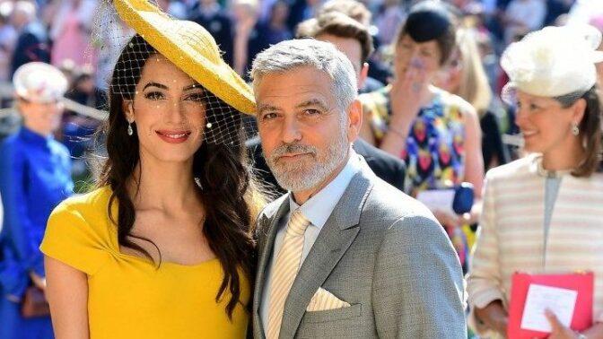Královskému miminku budou kmotry George Clooney s manželkou Amal