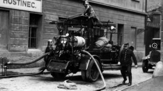 Retro hasiči: Jak vypadala požární ochrana Prahy před 165 lety?