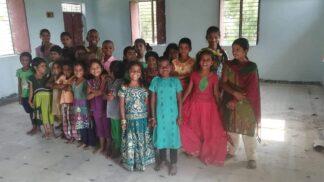 Přímý přenos z indického sirotčince: Pojďte se seznámit s dětmi, kterým pomáhá český Rom
