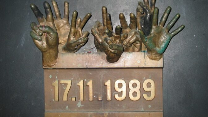 Sametová revoluce: Listopadové události, které vdechly Československu nové naděje