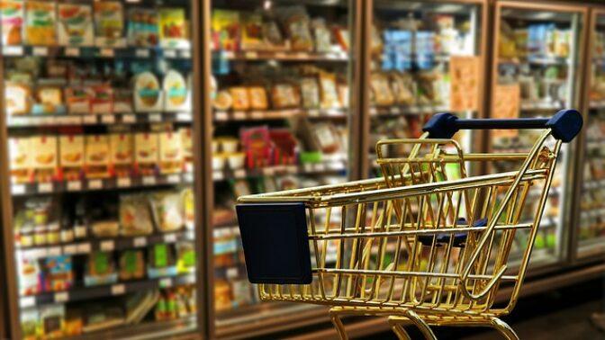 Pravidla pro bezpečný nákup v době koronaviru: Kličkujte mezi zákazníky a dlouho si nevybírejte