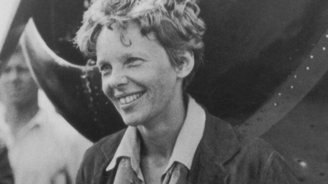 První žena, která přeletěla Atlantský oceán a záhadně zmizela nad Tichým oceánem. Jaká byla Amelia Earhartová?