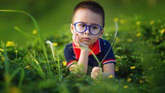 Čeká vaše dítko první výběr dioptrických brýlí? Prozradíme vám nejčastější chyby, kterých byste se mohli dopustit