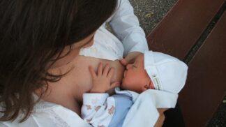Výhody kojení: Vybudujete si pouto s miminkem a snížíte riziko náhlého úmrtí kojenců