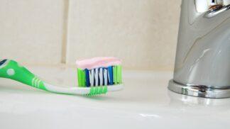 Tajemství zdravého úsměvu? Dobrá ústní hygiena. Umíte si správně vyčistit zuby?