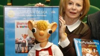 Helenu Štáchovou, která propůjčila hlas Máničce a Líze Simpsonové, za jejího života stíhala jedna tragédie za druhou. Jaký byl život této fenomenální dabérky a scénáristky?