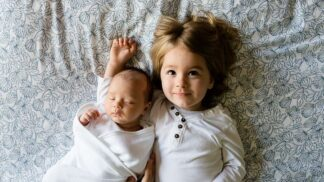 Nový sourozenec? Žárlivost je přirozený motor ksebeprosazování, tvrdí psycholog