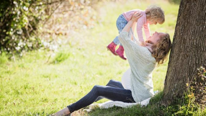 5 důvodů, proč je dobré být mladou maminkou
