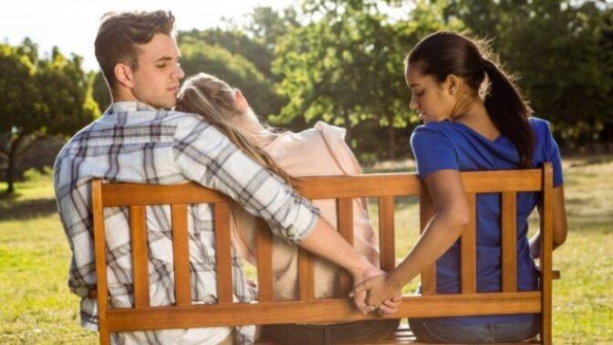 Nevěra a její příčiny: 5 nejčastějších důvodů podle uznávané vztahové koučky