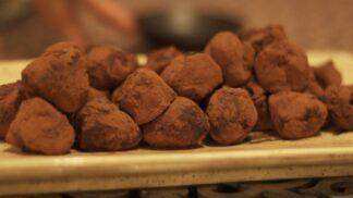 Truffles: Proč nesou jméno po po luxusních houbách? 10 zajímavostí o těchto báječných čoko bonbónech!