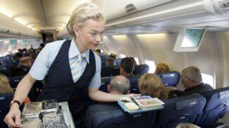 Mají rentgenové oči: 7 věcí, kterých si všímají letušky u pasažérů
