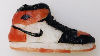 Zdolat maraton v těchto teniskách? To by šlo! Tento Číňan připravuje netradiční sushi