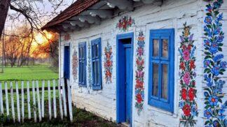 Tato polská vesnice je pomalovaná jako velikonoční kraslice